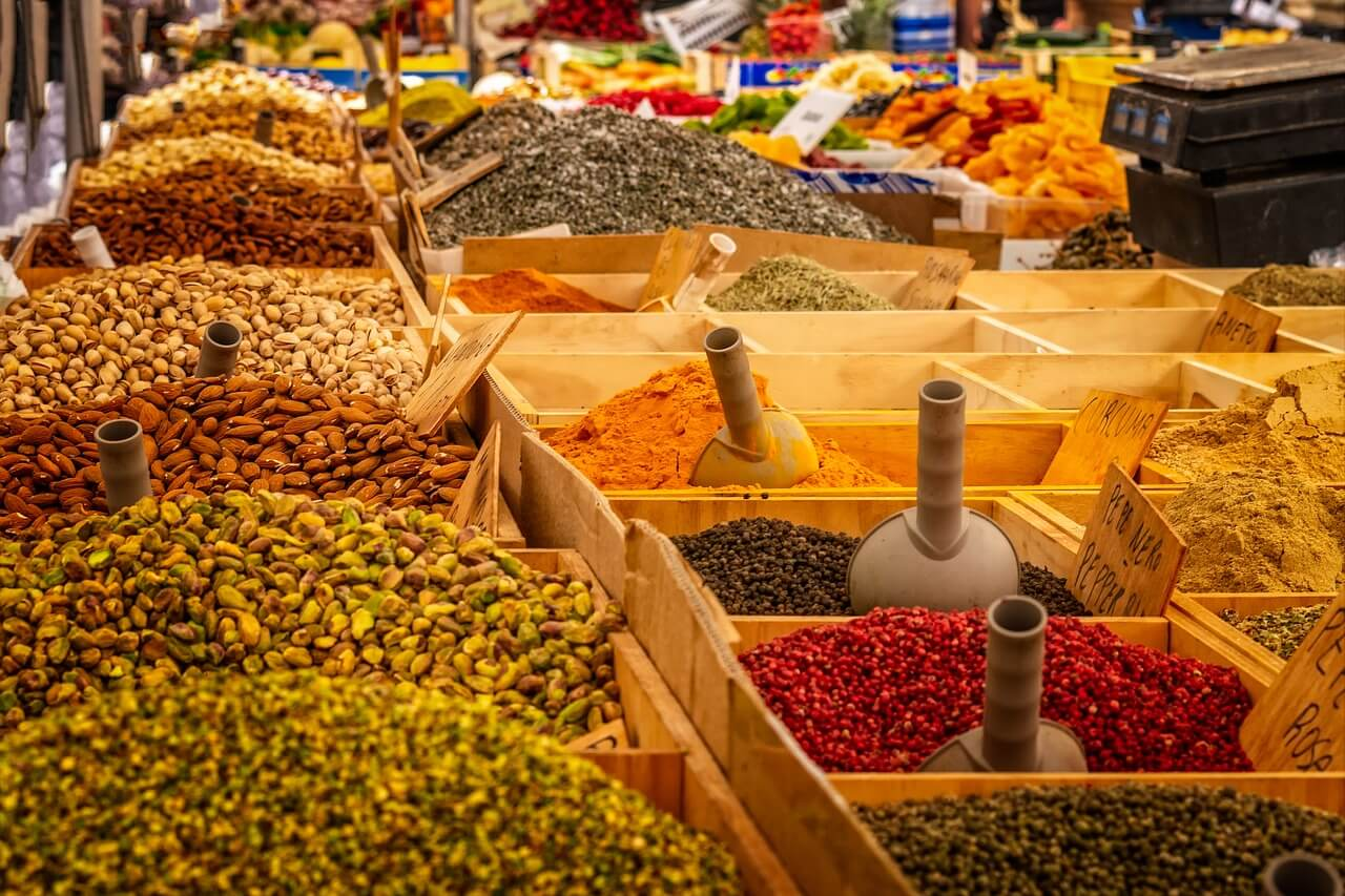 Luxury travel trends 2020: Spices in a Market